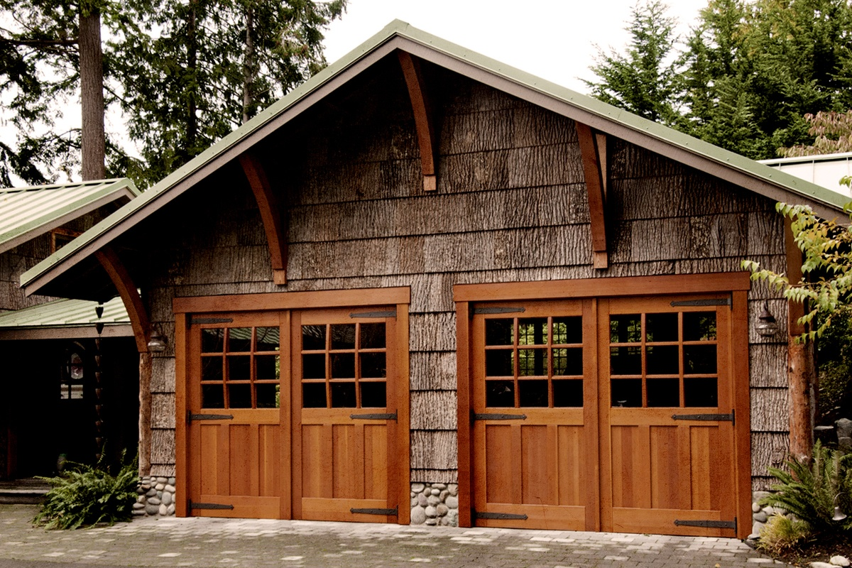 Swinging Garage Doors vs. Sliding Garage Doors